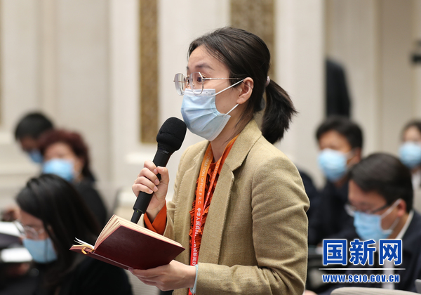 中国财经报记者提问_large.jpg