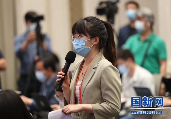 海报新闻记者提问_large.jpg